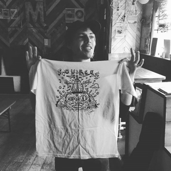 Jeffrey Lewis at Mono with a Source FM t-shirt
